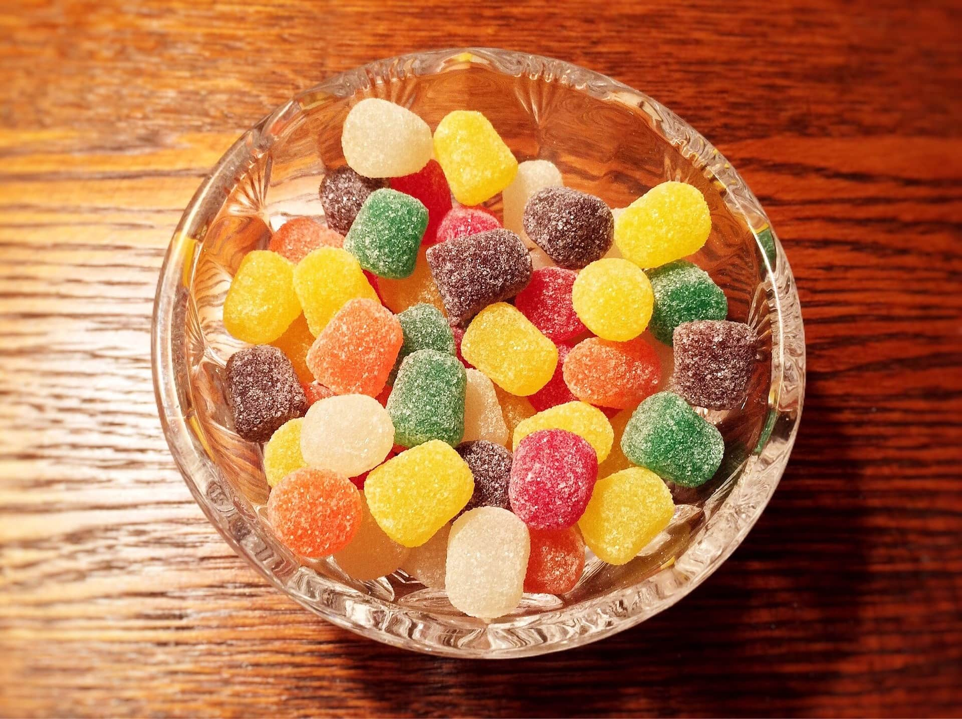 Bowl-of-gummy-candies.jpg